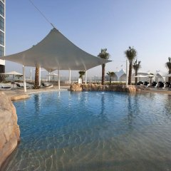Отель Yas Island Rotana бассейн