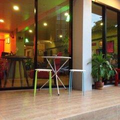 Отель Baan Saladaeng Boutique Guesthouse Бангкок гостиничный бар