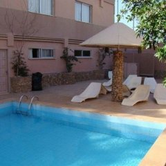 Отель Aquamarina III бассейн