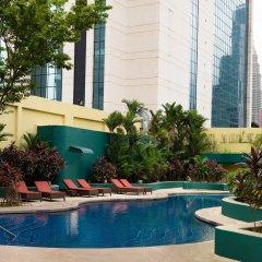 Отель Sheraton Imperial Kuala Lumpur Hotel Малайзия, Куала-Лумпур - 1 отзыв об отеле, цены и фото номеров - забронировать отель Sheraton Imperial Kuala Lumpur Hotel онлайн бассейн фото 3