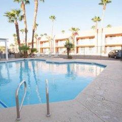 Отель Aviation Inn бассейн