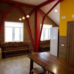 Гостиница Hostel V Korobke в Шерегеше отзывы, цены и фото номеров - забронировать гостиницу Hostel V Korobke онлайн Шерегеш комната для гостей фото 2