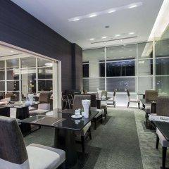 Отель The Narathiwas Hotel & Residence Sathorn Bangkok Таиланд, Бангкок - отзывы, цены и фото номеров - забронировать отель The Narathiwas Hotel & Residence Sathorn Bangkok онлайн гостиничный бар