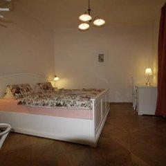 Апартаменты Apartment Stare Mesto Anenska комната для гостей фото 2