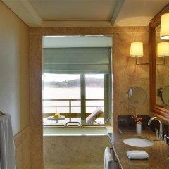 Отель Arion Astir Palace Athens Греция, Афины - 1 отзыв об отеле, цены и фото номеров - забронировать отель Arion Astir Palace Athens онлайн ванная фото 2