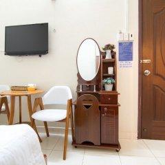 Отель RedDoorz near Tan Son Nhat Airport 3 удобства в номере