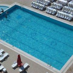 Metropolis Hotel бассейн