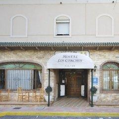 Отель Hostal Los Corchos вид на фасад фото 2