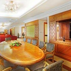 Golden Crown China Hotel интерьер отеля