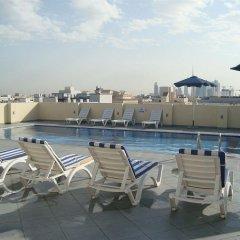Отель Royal Ascot Hotel ОАЭ, Дубай - отзывы, цены и фото номеров - забронировать отель Royal Ascot Hotel онлайн бассейн фото 2