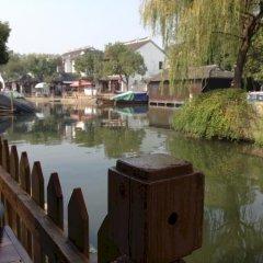 Отель Zhouzhuang Wangjiangting Hostel Китай, Сучжоу - отзывы, цены и фото номеров - забронировать отель Zhouzhuang Wangjiangting Hostel онлайн приотельная территория