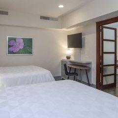 Отель Holiday Inn Mexico Coyoacan Мехико сейф в номере