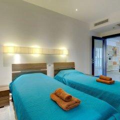 Отель Seaview Apartment In Fort Cambridge, Sliema Мальта, Слима - отзывы, цены и фото номеров - забронировать отель Seaview Apartment In Fort Cambridge, Sliema онлайн комната для гостей фото 5