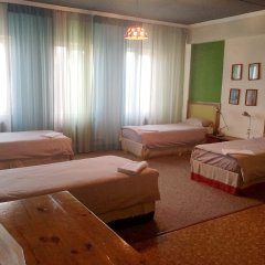 Отель Клуб Стрелецъ Кыргызстан, Бишкек - отзывы, цены и фото номеров - забронировать отель Клуб Стрелецъ онлайн комната для гостей фото 3