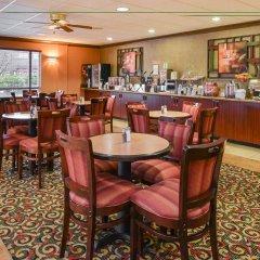Отель Best Western Plus Cascade Inn & Suites гостиничный бар