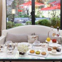 Hotel Plaza Athenee Париж в номере фото 2
