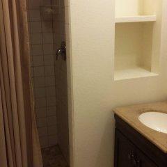 Отель Traveler's Bed & Breakfast Hostel США, Лас-Вегас - отзывы, цены и фото номеров - забронировать отель Traveler's Bed & Breakfast Hostel онлайн ванная фото 2
