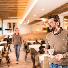 Hotel Almina Рачинес-Ратскингс гостиничный бар