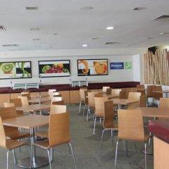 Отель Holiday Inn Express Guadalajara Expo гостиничный бар