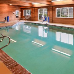Отель Best Western Plus Cascade Inn & Suites бассейн