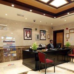 Avari Hotel Apartments интерьер отеля