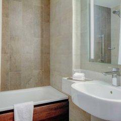 Отель Hilton Edinburgh Carlton Великобритания, Эдинбург - 1 отзыв об отеле, цены и фото номеров - забронировать отель Hilton Edinburgh Carlton онлайн ванная