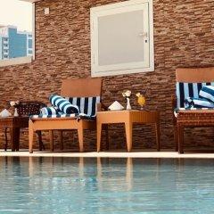 Отель Al Salam Grand Hotel-Sharjah ОАЭ, Шарджа - отзывы, цены и фото номеров - забронировать отель Al Salam Grand Hotel-Sharjah онлайн бассейн фото 2