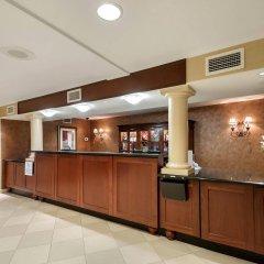 Отель Arlington Court Suites Hotel США, Арлингтон - отзывы, цены и фото номеров - забронировать отель Arlington Court Suites Hotel онлайн интерьер отеля