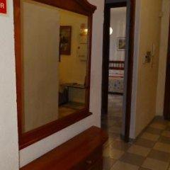 Отель Pensión Olympia сейф в номере