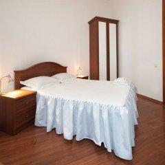 Гостиница Renaissance Suites Odessa комната для гостей фото 2