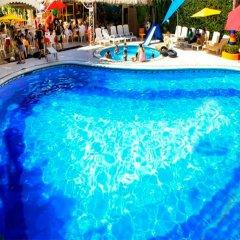 Sands Acapulco Hotel & Bungalows бассейн