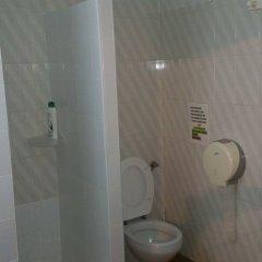 Отель Pension Los Faroles Испания, Фуэнхирола - отзывы, цены и фото номеров - забронировать отель Pension Los Faroles онлайн ванная фото 2