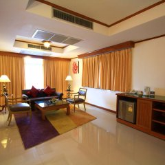 Отель Pinnacle Lumpinee Park Бангкок комната для гостей фото 3