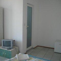 Отель Guest House Bogat-Beden Болгария, Равда - отзывы, цены и фото номеров - забронировать отель Guest House Bogat-Beden онлайн сейф в номере