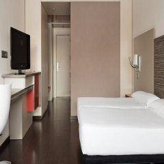 Отель ILUNION Barcelona 4* Стандартный номер с различными типами кроватей фото 37