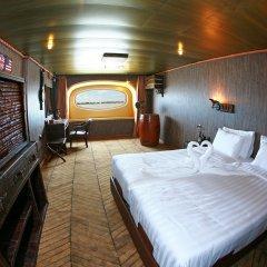Vintage Luxury Yacht Hotel сейф в номере