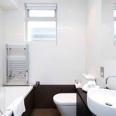 Отель Lovely 2BR flat in West London ванная фото 2