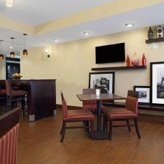 Отель Hampton Inn Columbus-International Airport интерьер отеля фото 3