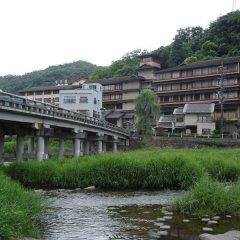 Отель Misasa Yakushinoyu Mansuirou Мисаса приотельная территория