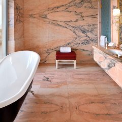 Отель Emerald Palace Kempinski Dubai ОАЭ, Дубай - 2 отзыва об отеле, цены и фото номеров - забронировать отель Emerald Palace Kempinski Dubai онлайн ванная