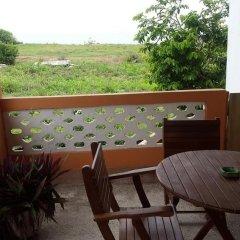 Отель Almond Tree Guest House Гана, Мори - отзывы, цены и фото номеров - забронировать отель Almond Tree Guest House онлайн балкон