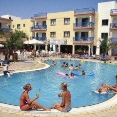 Отель Tsokkos Holiday Hotel Apartments Кипр, Айя-Напа - 1 отзыв об отеле, цены и фото номеров - забронировать отель Tsokkos Holiday Hotel Apartments онлайн фитнесс-зал фото 2