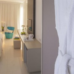 King Evelthon Beach Hotel & Resort комната для гостей фото 12