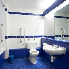 Travelodge London Central City Road Hotel ванная