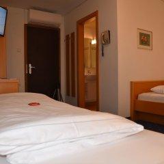 Отель Angerburg Blumenhotel Аппиано-сулла-Страда-дель-Вино сейф в номере