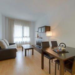 Отель Tryp Madrid Airport Suites комната для гостей фото 5