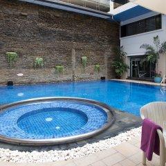 Отель Kingston Suites Bangkok бассейн фото 2