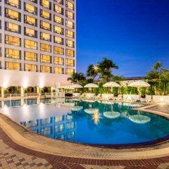 Bangkok Palace Hotel бассейн
