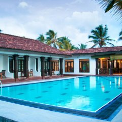 Отель Cinnamon Gardens бассейн