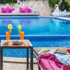Отель Kalkan Suites бассейн